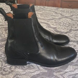 Frye Melissa Chelsea Style ankle boot - size 7.5
